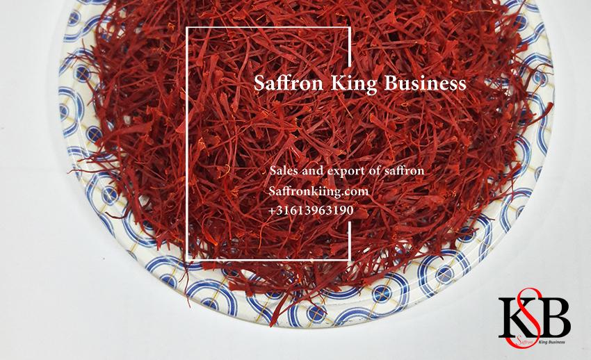 Verkoop van kilo saffraan op de saffraanmarkt in München